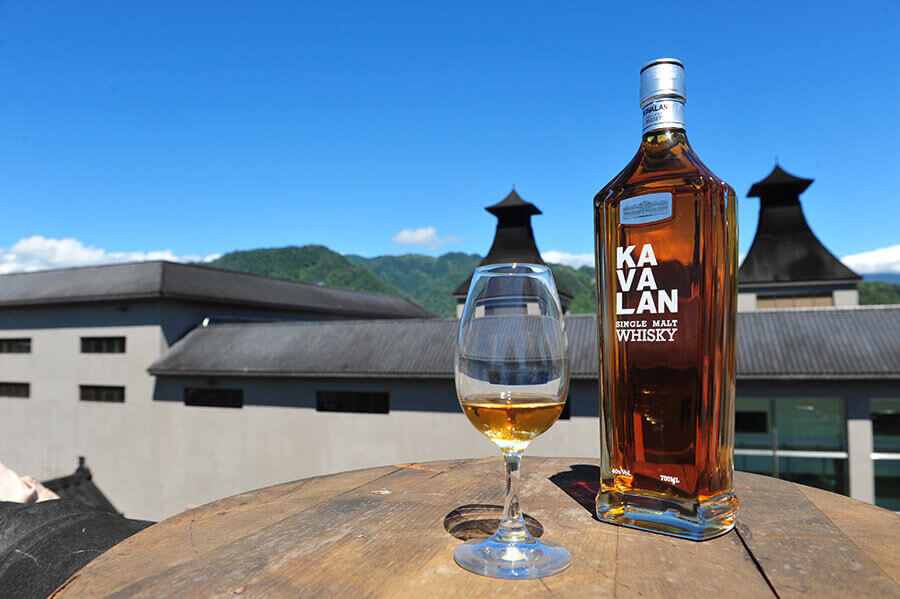 KAVALAN Single Malt Whisky Brennerei Areal Taiwan Destillerie Glass Classic